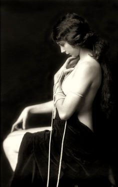 Ziegfeld Follies Girl. Helen Henderson - 1920's - Performed in the Ziegfeld Follies of 1923-1925