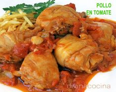 esta receta de pollo con tomate es la tradicional que se hace en el sur, con ingredientes sencillos. un guiso familiar que puedes acompañar con patatas