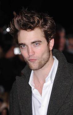 NEW MOON ~ Rob's signature pose. ~ Robert Pattinson