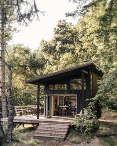 A DIY couple crafted this tiny cabin in the Santa Cruz Mountains for less than $35K. After renting in San Francisco, California, for 10…