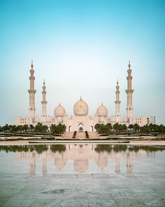ITAP of the Sheikh Zayed Grand Mosque in Abu Dhabi by Shawngeaux . Mosque Architecture, Ancient Greek Architecture, Gothic Architecture, Classical Architecture, Sustainable Architecture, Medina Saudi Arabia, Places To Travel, Places To See, Sultan Qaboos Grand Mosque