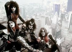 KISS on Empire State Building 1976 Probably the most famous photo of KISS