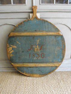1850 century cutting board in blue paint. Primitive Furniture, Primitive Antiques, Rustic Furniture, Painted Furniture, Primitive Bedroom, Primitive Homes, Primitive Country, Kitchen Furniture, Milk Paint Recipes