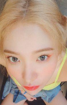 The Reve Festival ' Day cr. Seulgi, Red Velvet イェリ, Asian Music Awards, Kim Yerim, Photo Cards, Girl Photos, Kpop Girls, Korean Girl, Cool Girl