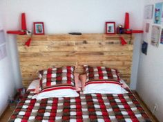 #Bedroom, #Headboard, #HomeDécor, #PalletFurniture, #PalletHeadboards, #RecycledPallets, #RepurposedPallets This Charming Pallet Headboard was something I've wanted to make for a long time. It has integrated backlighting, additional storage, and careful finish work. How I built my Charming Pallet Headboard: I disassembled several pallets to get the