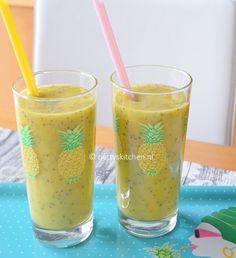 Mango Smoothie Ingredients:  1/2 ripe mango, 1/2 avocado, coconut 250 ml water, 1 tablespoon of chia seed.