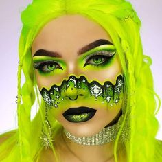 Toxic Snowflakes by from our friends at using Paradise Makeup AQ in Black and White Cool Makeup Looks, Crazy Makeup, Cute Makeup, Pretty Makeup, Creative Makeup Looks, Unique Makeup, Eye Makeup Art, Edgy Makeup, Make Up Looks