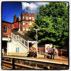 It's Friday, i'm heading home, waiting for the Overground, and a little bit of sunshine after a week of rain has brought a total smile to my face. I love London in the sun. Places In England, John Wood, When Us, Sunny Days, Sunnies, The Neighbourhood, Sunshine, Places To Visit, Platform