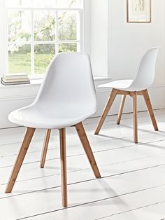 Our Aalto range combines Scandinavian design, sustainability and quality for a timeless and stylish collection that is suitable for all spaces in your home. Our pair of dining chairs are crafted from durable carbonised bamboo with four slim, angled tapered legs. The seat is sturdy moulded plastic for extra comfort. Each chair includes a carefully crafted white seat with a wide base and curved supporting back; a design which is both comfortable and stylish. This pair will instantly update…