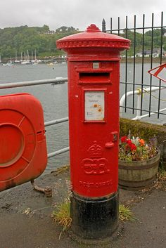 Edward Eighth Post Box, Tobermory, Scotland by WildVanilla (Rob), via Flickr