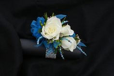 Determining Who Wears Flowers At Wedding For The Best Planning – Bridezilla Flowers Prom Flowers, Bridal Flowers, Flower Dresses, Prom Corsage And Boutonniere, Corsage Wedding, Flower Corsage, Wrist Corsage, Beach Wedding Bouquets, Wedding Centerpieces