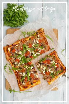 Tuna pizza *** Plaat pizza met tonijn Recept in Link! Quiches, Tuna Pizza, Pita Wrap, Brunch, Tortilla Wraps, Moussaka, Vegetable Pizza, Food And Drink, Vegetarian