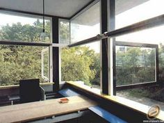 Rietvelds Schroder House windows allowing for the outside to come in. Bauhaus, Schroder House, Interesting Buildings, International Style, House Windows, Home Bedroom, Window Treatments, Modern Architecture, Patio