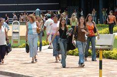 Estudantes com média mínima de 450 pontos no Enem e com renda familiar bruta de até três salários mínimos podem concorrer às 75 mil novas vagas remanescentes no Fies (Foto: Arquivo MEC)