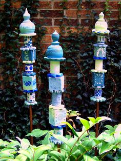 garden totem stakes-porcelain with lowfire underglazes-by jackie stasevich Sculpture Art, Garden Sculpture, Sculptures, Garden Crafts, Diy Garden Decor, Garden Ideas, Outdoor Crafts, Outdoor Decor, Outdoor Events