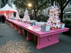 Extraordinary gift wrapping table set up