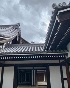 𝐽𝑢𝑛𝑘𝑜 𝑆𝑜𝑝𝘩𝑖𝑒 𝐾𝑎𝑘𝑖𝑧𝑎𝑘𝑖 (@junkosophiekakizaki) • Instagram photos and videos Japanese Buildings, Louvre, Photo And Video, Videos, Photos, Travel, Instagram, Pictures, Viajes