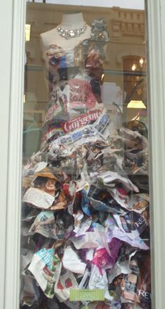 Creative use for old magazines - start designing Magazine Storage, Old Magazines, Paper Art, Eye Candy, Recycling, Diy Projects, Christmas Tree, Craft Ideas, Mood