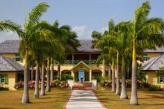 Ty Molineux - A fabulous colonial style villa set in eight private acres of lush, well-stocked tropical gardens, Ty Molineux offers four suites in the main house and two private cottages in the grounds, each offering two suites.