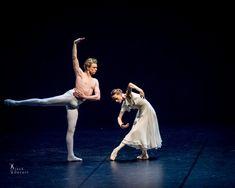 Vychutnajte si divadlo v pohodlí vašej obývačky - Akčné ženy Ballet Photography, Ballerina, Opera, Body Movement, Dancers, Swan, Photographs, Pairs, Swans