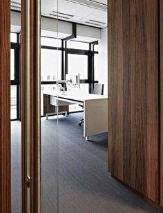 Dirkzwager, Advocaten en notarissen design kantoor met veel licht en een strakke inrichting