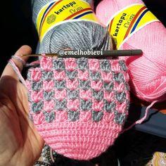 Gülümseten Marifetler booties starting shapes - Her Crochet Knitting Socks, Baby Knitting, Crochet Baby, Knitted Hats, Crochet Slipper Pattern, Crochet Slippers, Filet Crochet, Crochet Stitches, Knitting Designs