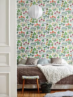 Floral wallpaper / Bedroom / Scandinavian home Scandinavian Wallpaper, Scandinavian Home, Of Wallpaper, Designer Wallpaper, Botanical Wallpaper, Beautiful Wallpaper, Graphic Wallpaper, Bedroom Wallpaper, Heart Wallpaper