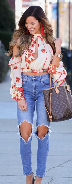 #spring #outfits woman in white and red floral cold-shoulder top and distressed blue denim jeans with brown Louis Vuitton Monogram leather tote bag. Pic by @mumuandmacaroons