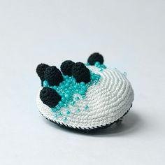 crochet brooch by Uloni   (will be at JOYA Barcelona 2013)