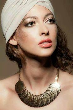 Gold-Makeup by Krisztina Pásztor