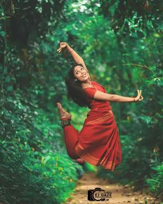 Image may contain: 1 person, outdoor Isadora Duncan, Indian Photoshoot, Indian Classical Dance, Aesthetic Women, Dance Poses, Dance Pictures, Dance Photography, Dance Dresses, Dance Outfits