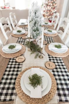 Dining Room Table Decor, Deco Table, Decoration Table, Room Decorations, Dining Table Settings, Farmhouse Table Settings, Dining Table Runners, Indoor Christmas Decorations, Christmas Table Settings