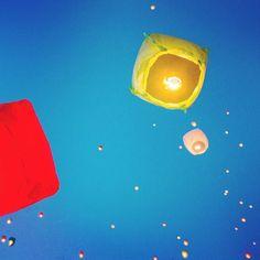 Linternas en el cielo durante la noche de verano, 21 de junio en Poznan, Polonia. Y es que los pobladores se encuentran celebrando el día de San Juan, que es una de las fiestas más viejas en la noche más corta del año entre el 21 y 22 de junio. Foto: EFE