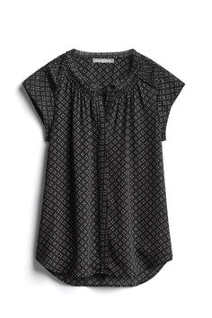 Not a huge fan of a cap sleeve, but I love these type of tops - easy to wear, easy to match, comfortable and appropriate for work. I could wear these shirts daily Casual Outfits, Cute Outfits, Fashion Outfits, Fashion Trends, Stitch Fit, Stitch Fix Outfits, Stitch Fix Stylist, Work Fashion, Style Fashion