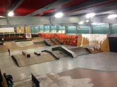 Skatepark de Lille 59 - La Halle de la Glisse, beau skatepark avec une partie indoor et une partie outdoor accessible gratuitement. Plus d'infos sur www.spotsdeskate.fr Lille France, Skate Ramp, Bike Parking, Big Houses, Best Interior, Bike Life, Bmx, Indoor, Warehouse