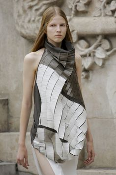 See detail photos for Rick Owens Spring 2018 Ready-to-Wear collection.