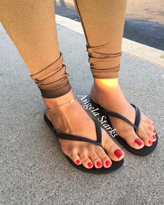 And you know mayne. Nice Toes, Pretty Toes, Feet Soles, Women's Feet, Sexy Legs And Heels, Beautiful Toes, Sexy Toes, Female Feet, Womens Flip Flops