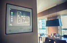 Josien heeft verspreid door haar huis CubeSensors: kleine, eenvoudig vormgegeven blokjes die de luchtkwaliteit, temperatuur, vochtigheid, geluid, licht, luchtdruk meten.