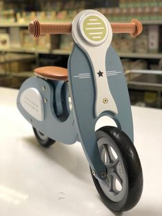 Pequeño holandés 4385 Wood Balance Bike Roller LoopScooter | Etsy Woodworking Toys, Woodworking Workshop, Woodworking Projects Diy, Wood Projects, Wooden Scooter, Wood Bike, Balance Bike, Ride On Toys, Kids Wood