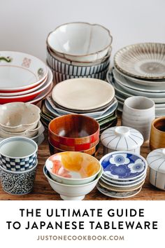 The ultimate guide to Japanese tableware and table setting. You'll learn about the important components (what bowls and plates to use, their sizes & functions), and table arrangement on how to set up a Japanese meal. Japanese Table, Japanese Plates, Japanese Dinner, Japanese Kitchen, Japanese House, Japanese Food Dishes, Japanese China, Guide To Japanese, Easy Japanese Recipes