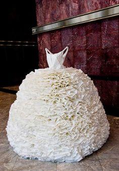 Eher nur das Oberteil,  25 Creative Dresses Made From Paper | AntsMagazine.Com
