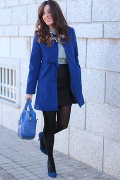 falda negro - camiseta gris & abrigo azul