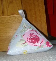 Pyradmid door stop pattern and instructions Fabric Crafts, Sewing Crafts, Sewing Projects, Craft Projects, Craft Ideas, Doorstop Pattern, Sewing Tutorials, Sewing Patterns, Fabric Door Stop