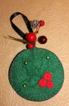 Felt holly and berries ornament #felt crafts