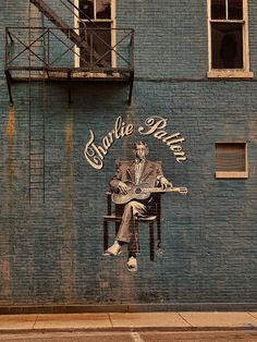 """Awesome mural of Charley Patton also known as Charlie Patton. He was an American Delta blues musician. Some call him the """"Father of the Delta Blues"""". 3d Street Art, Street Art Graffiti, Mississippi, Urbane Kunst, Street Installation, Stencil, Mandala, Art For Art Sake, Chalk Art"""