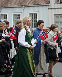 Women in National Costumes   Flickr - Photo Sharing!  green: Nordland  at the right (blue): Trondelag