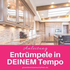 Glückswissenschaften - Anleitung - Entrümpele in DEINEM Tempo Konmari, Kitchen Cabinets, Outdoor Decor, Moment, Inspiration, Home Decor, Organizing, Club, Organisation