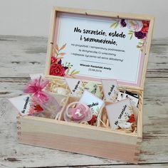 Team Bride, Gifts For Wedding Party, Gift Baskets, Party Time, Decoupage, Wedding Decorations, Frame, Cards, Handmade