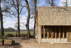 hilberinkbosch architecten completes 'the sixteen-oak barn' Concrete Siding, Wood Siding, Wooden Barn, Old Oak Tree, Wood Cladding, Cedar Shingles, Modern Farmhouse, Facade, Tiny House