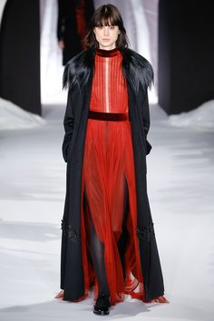 Valentin Yudashkin Fall 2016 Ready-to-Wear Fashion Show
